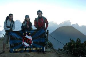 Logo kartoeners di atas puncak Gede